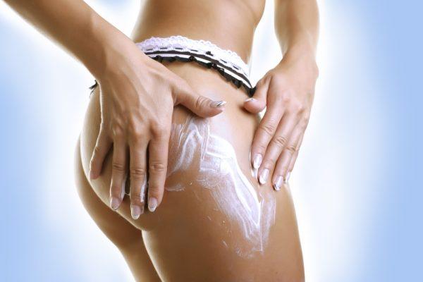 Нанесение на кожу крема
