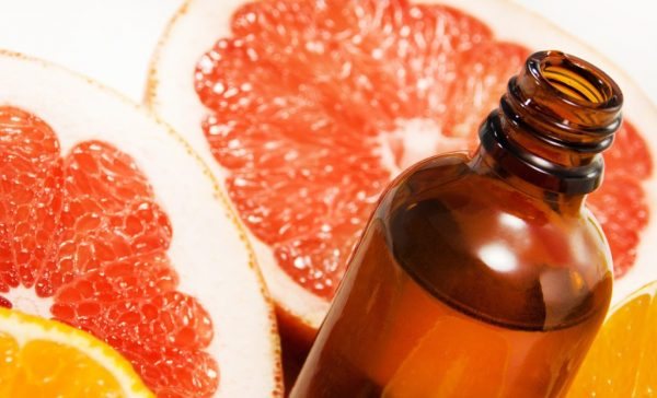 Эфир грейпфрута в тёмной бутылочке