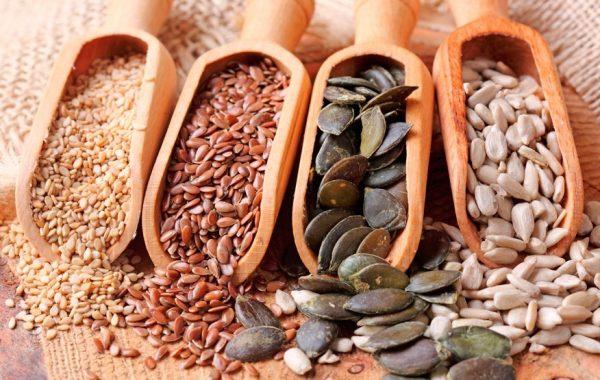 Семена кунжута, льна, тыквы и подсолнечника