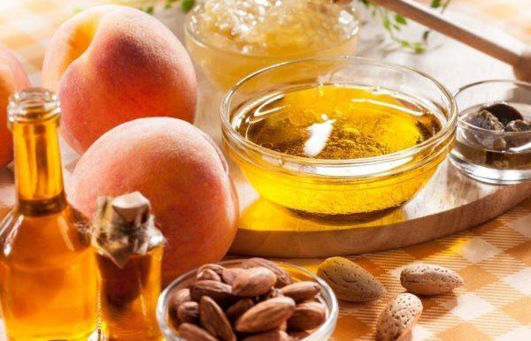 Персиковое масло в прозрачной пиале