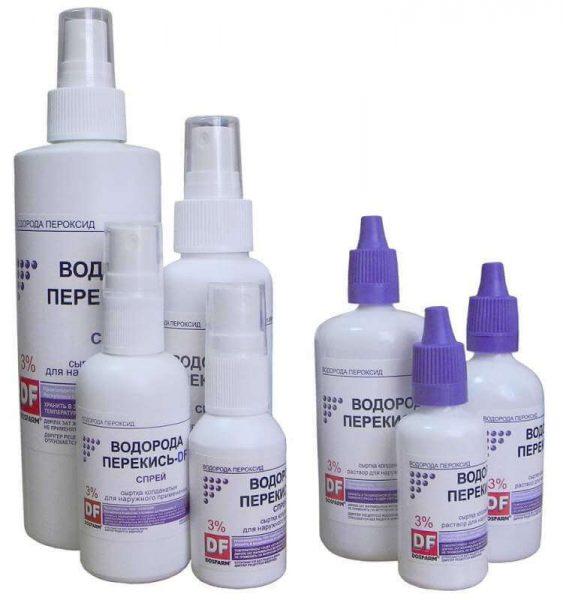Бутылочки раствора и спрея перекиси водорода