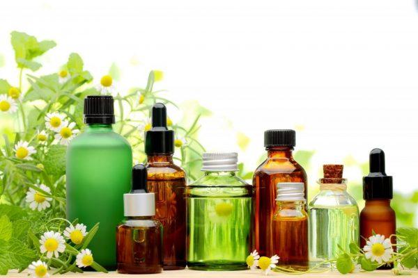 Эфирные масла в бутылочках и флаконах