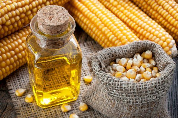 Кукурузное масло в прозрачном флаконе
