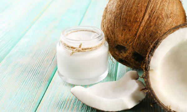Масло кокоса в прозрачной баночке