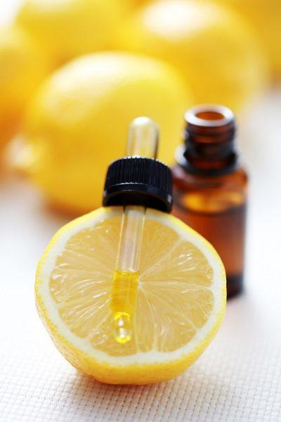 Масло лимона в тёмной бутылочке
