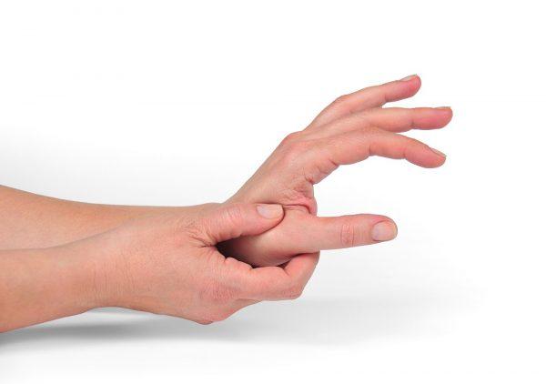 Массирование активных точек на руках
