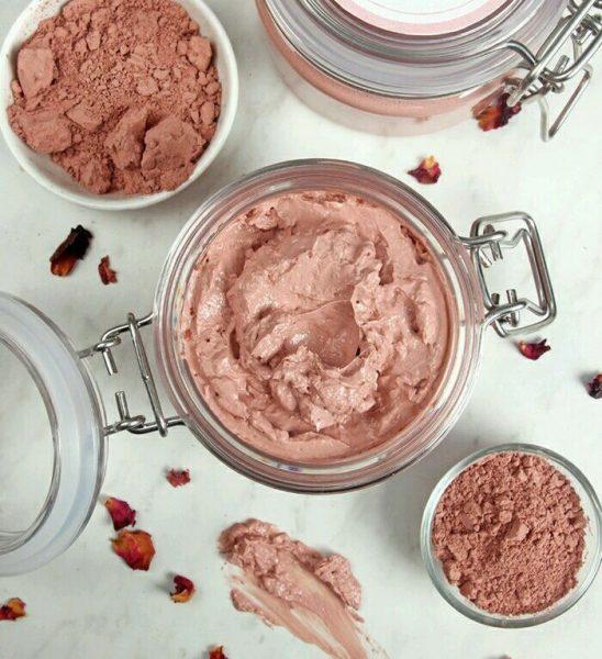 Розовая глина в баночке и пиалах