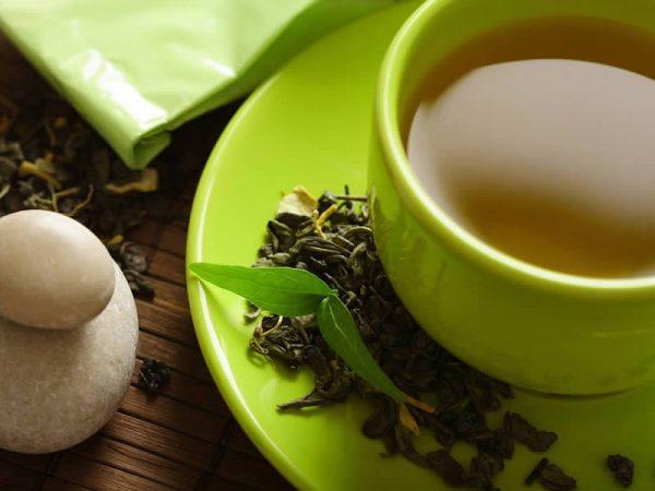 Зелёный чай в кружке