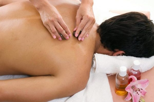 массаж спины подростка