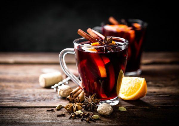 Чай со специями в прозрачной кружке
