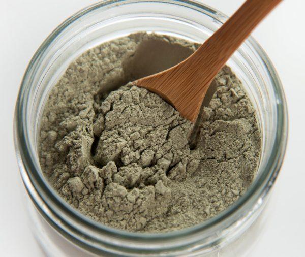 Зелёная глина в прозрачной банке