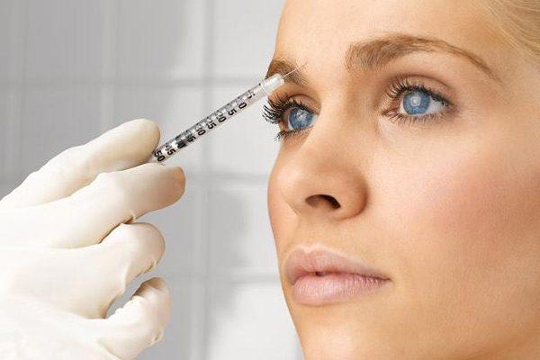Инъекции в кожу лба