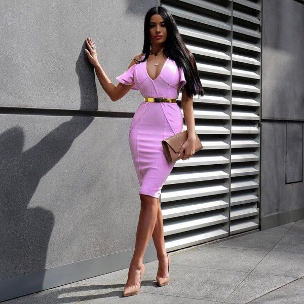Обтягивающее платье на девушке