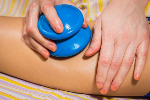 Выполнение вакуумного массажа