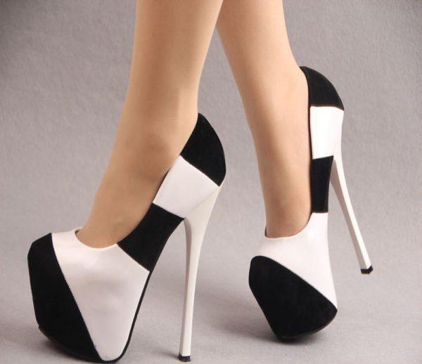 Высокие каблуки на ногах
