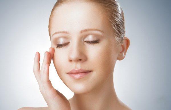 Нанесение масла и крема на лицо