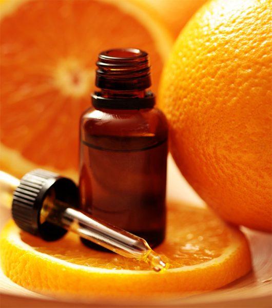 Апельсиновое эфирное масло в тёмном пузырьке