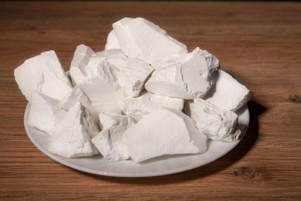 Куски белой глины