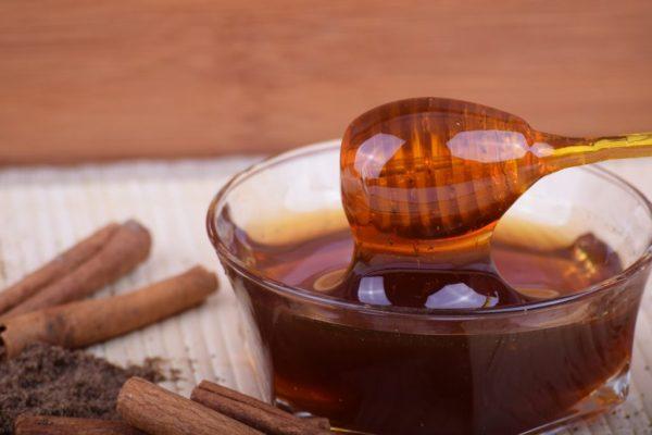 Гречишный мёд в прозрачной пиале