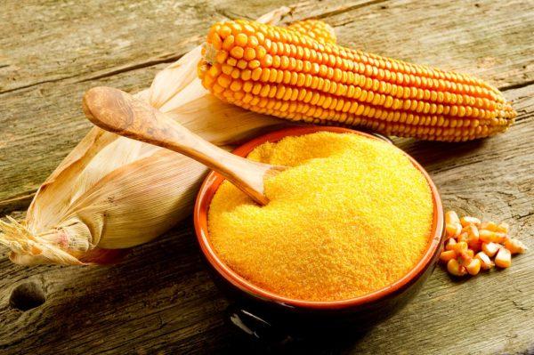 Кукурузная мука в пиале