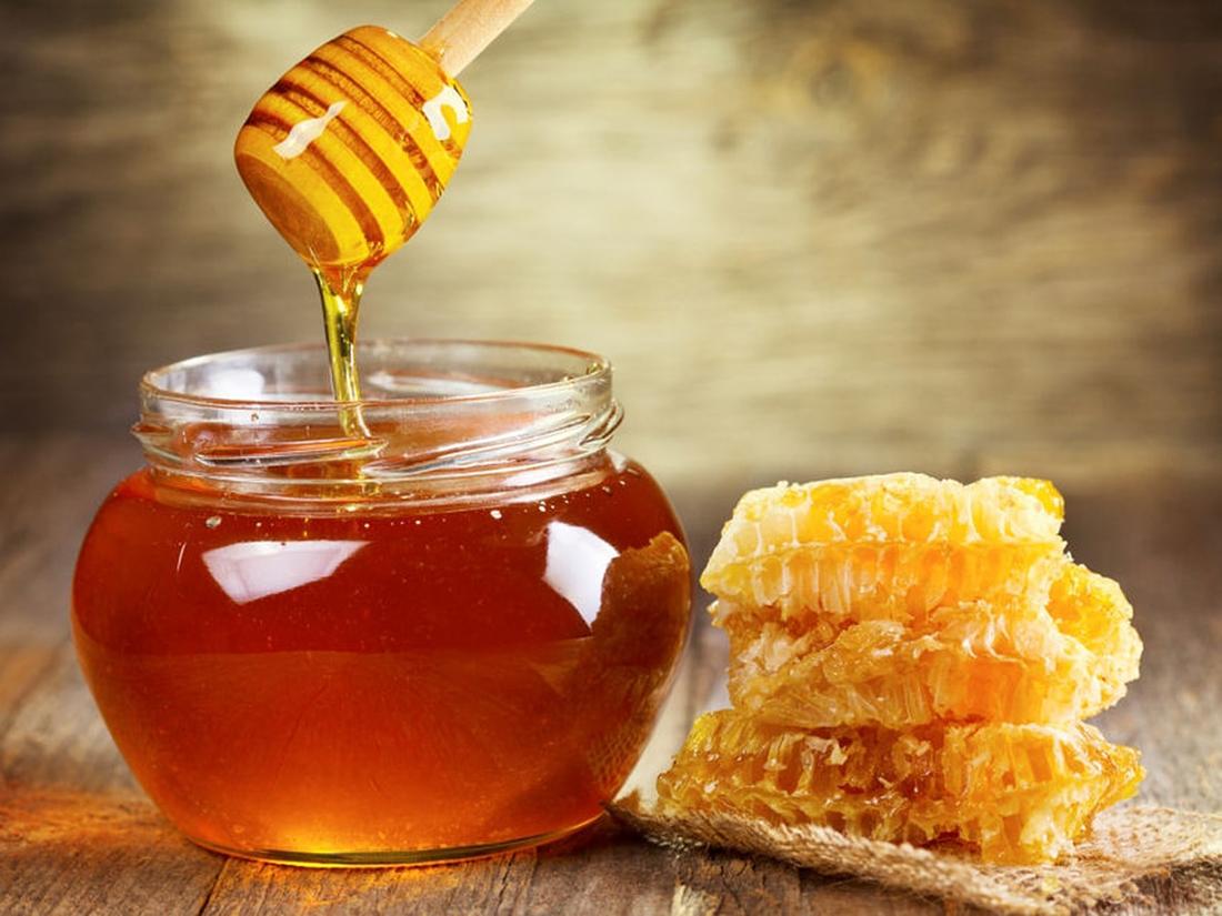 Маски для лица с медом: свойства и применение