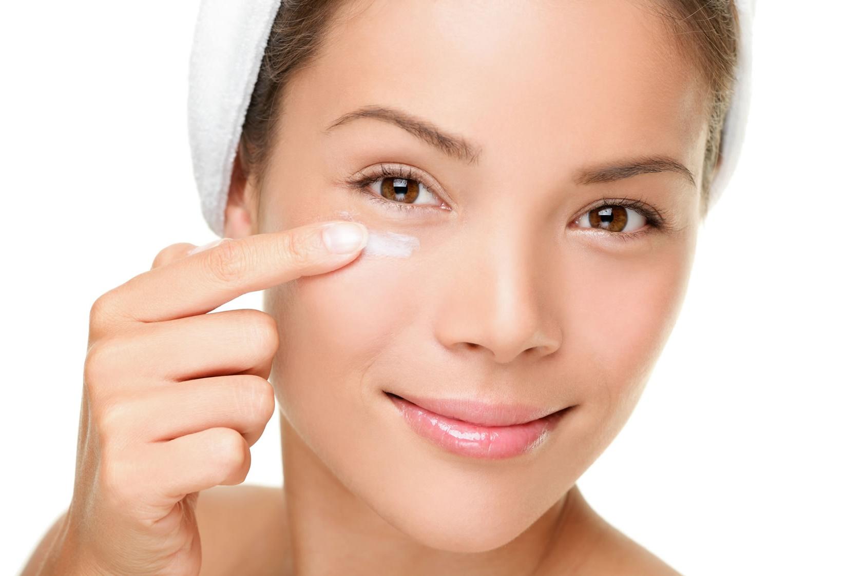 Применение ретиноевой мази против морщин и прыщей