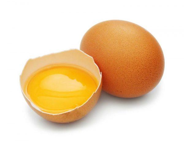 Сырой желток в скорлупе