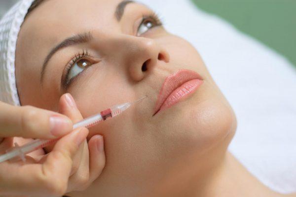 Уколы красоты помогают убрать морщины над верхней губой