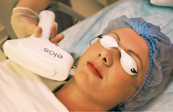 Пациентка в защитных очках
