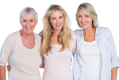 Три женщины из разных возрастных групп