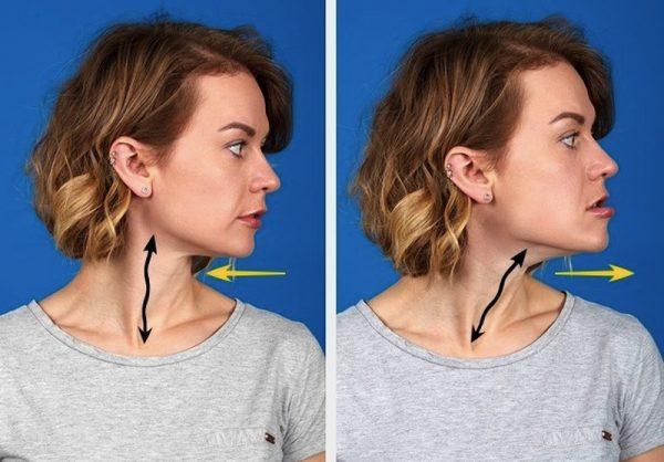 Женщина поворачивает голову и вытягивает челюсть вперёд