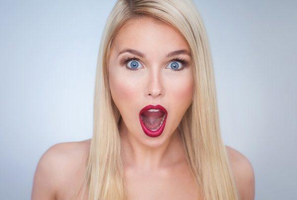 Женщина с открытым ртом