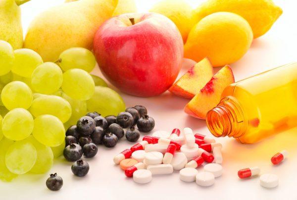 Фрукты и витамины из банки